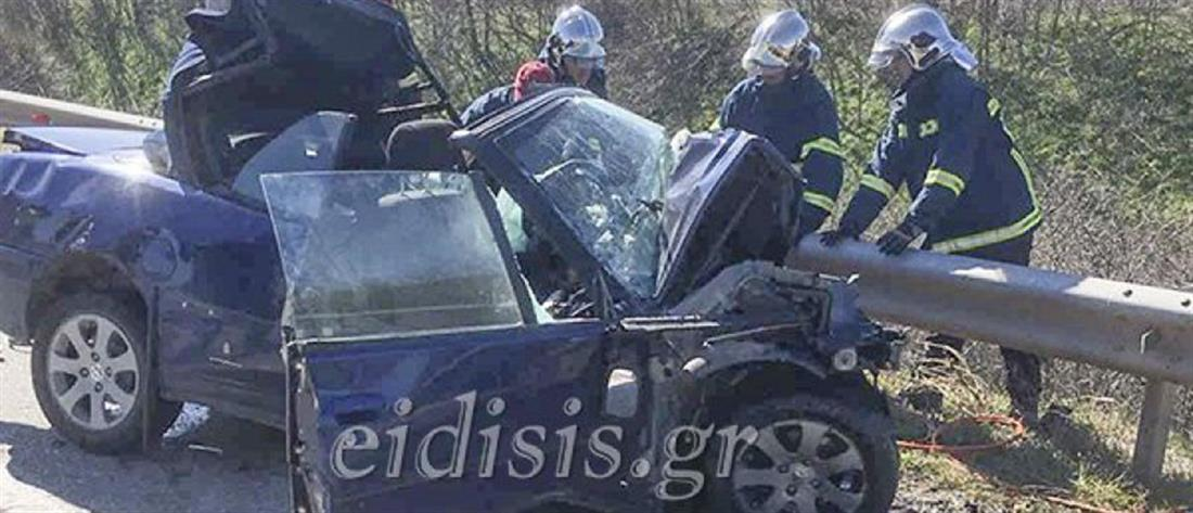 Πολύνεκρη μετωπική σύγκρουση αυτοκινήτων (εικόνες)