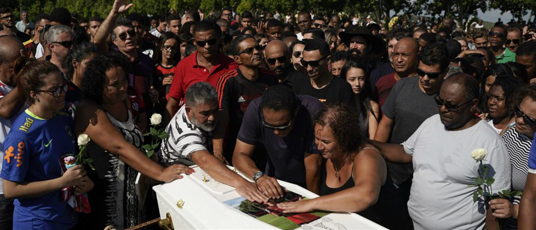 Βραζιλία: ανείπωτος θρήνος στις κηδείες των δέκα ποδοσφαιριστών (βίντεο)