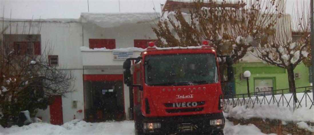 Πυροσβέστες απεγκλώβισαν βρέφος τριών ημερών από τα χιόνια