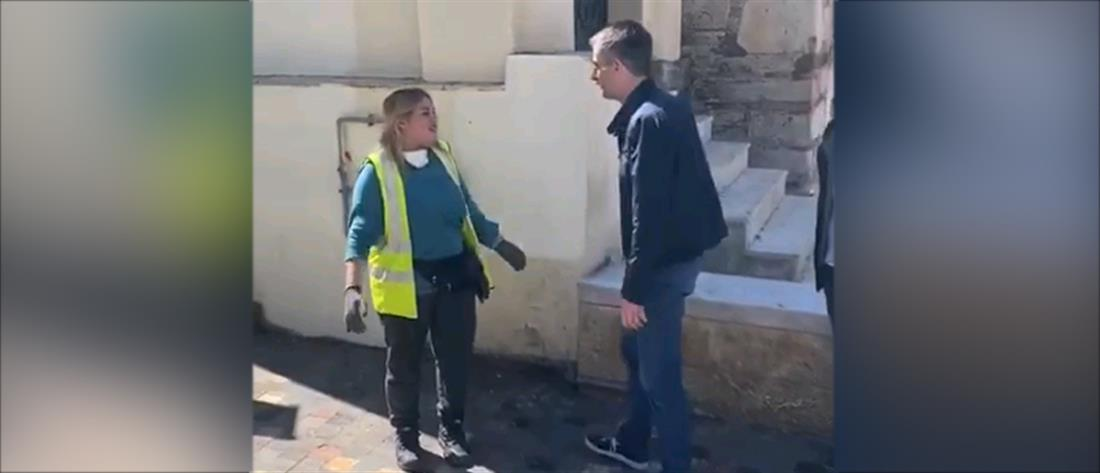 """Υπάλληλος καθαριότητας βρήκε τσάντα με """"μια περιουσία"""" (βίντεο)"""