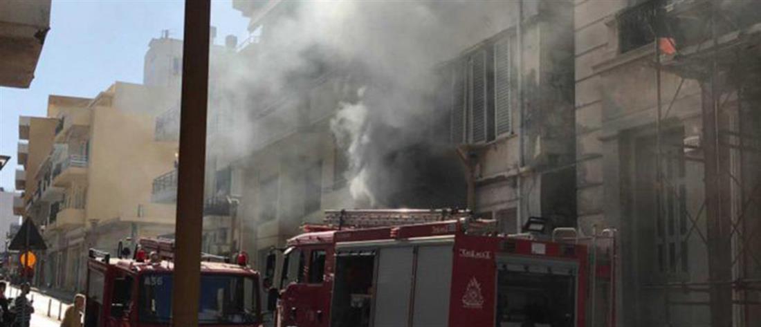 Φωτιά σε συνεργείο αυτοκινήτων (εικόνες)