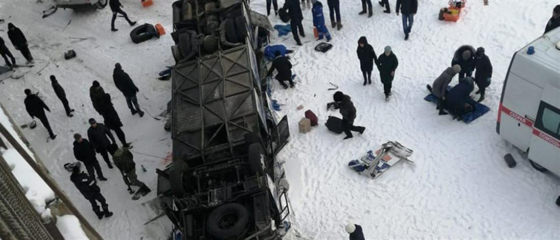 Δεκάδες νεκροί από πτώση λεωφορείου σε παγωμένο ποτάμι (βίντεο)
