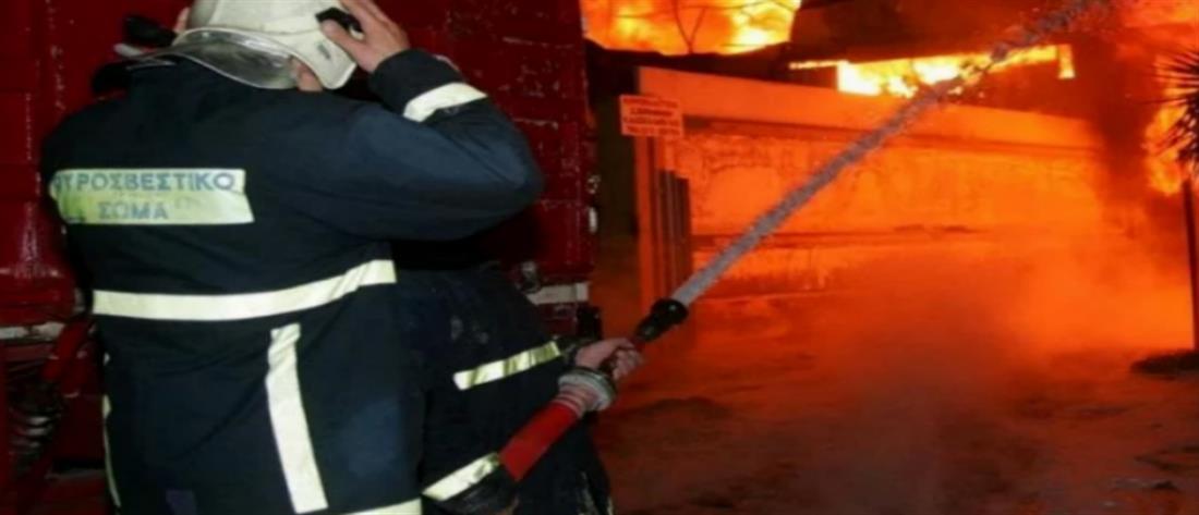Μητέρα και παιδί εγκλωβίστηκαν από φωτιά σε διαμέρισμα