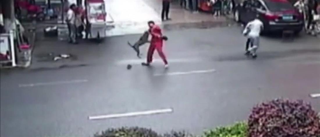 Βίντεο-σοκ: Μπουλντόγκ σε αμόκ δάγκωσε 23 ανθρώπους