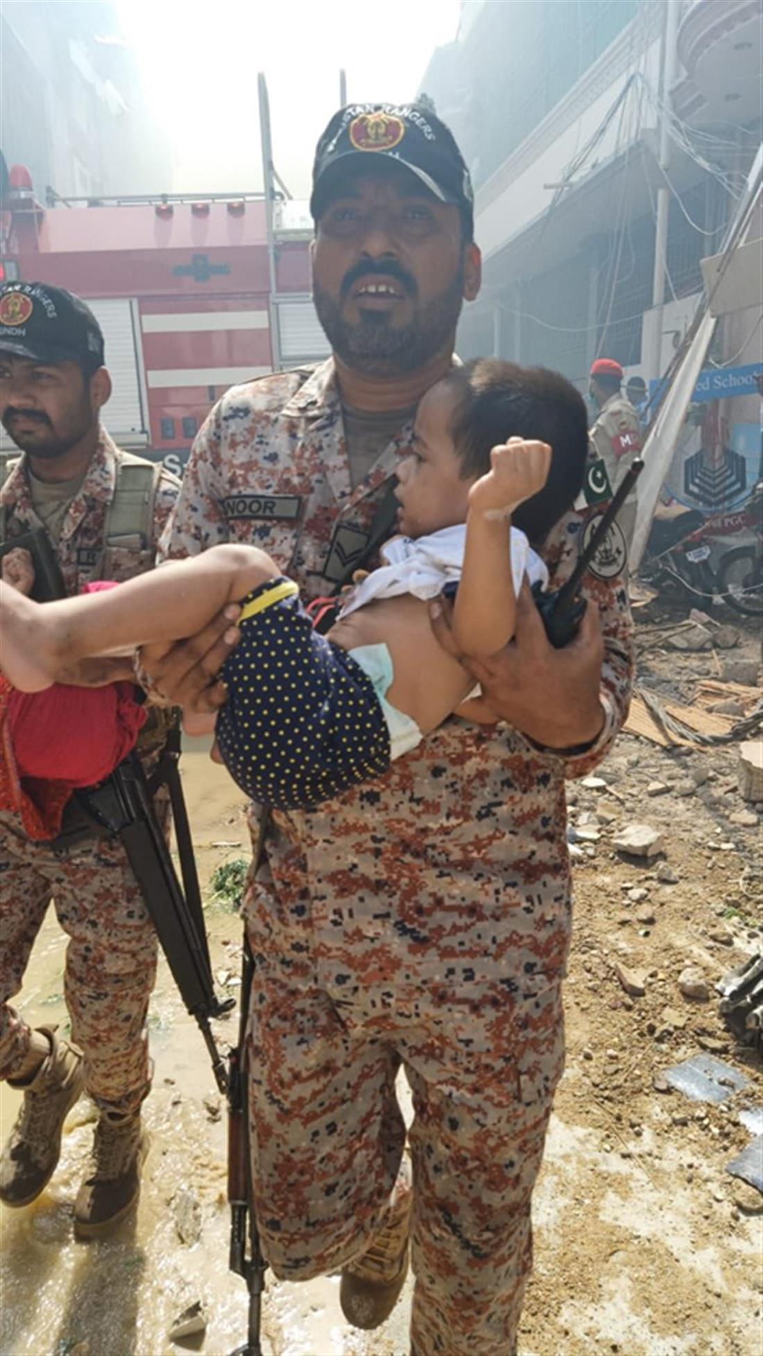 Πακιστάν - αεροπορικό δυστύχημα - διάσωση παιδιού - PK8303