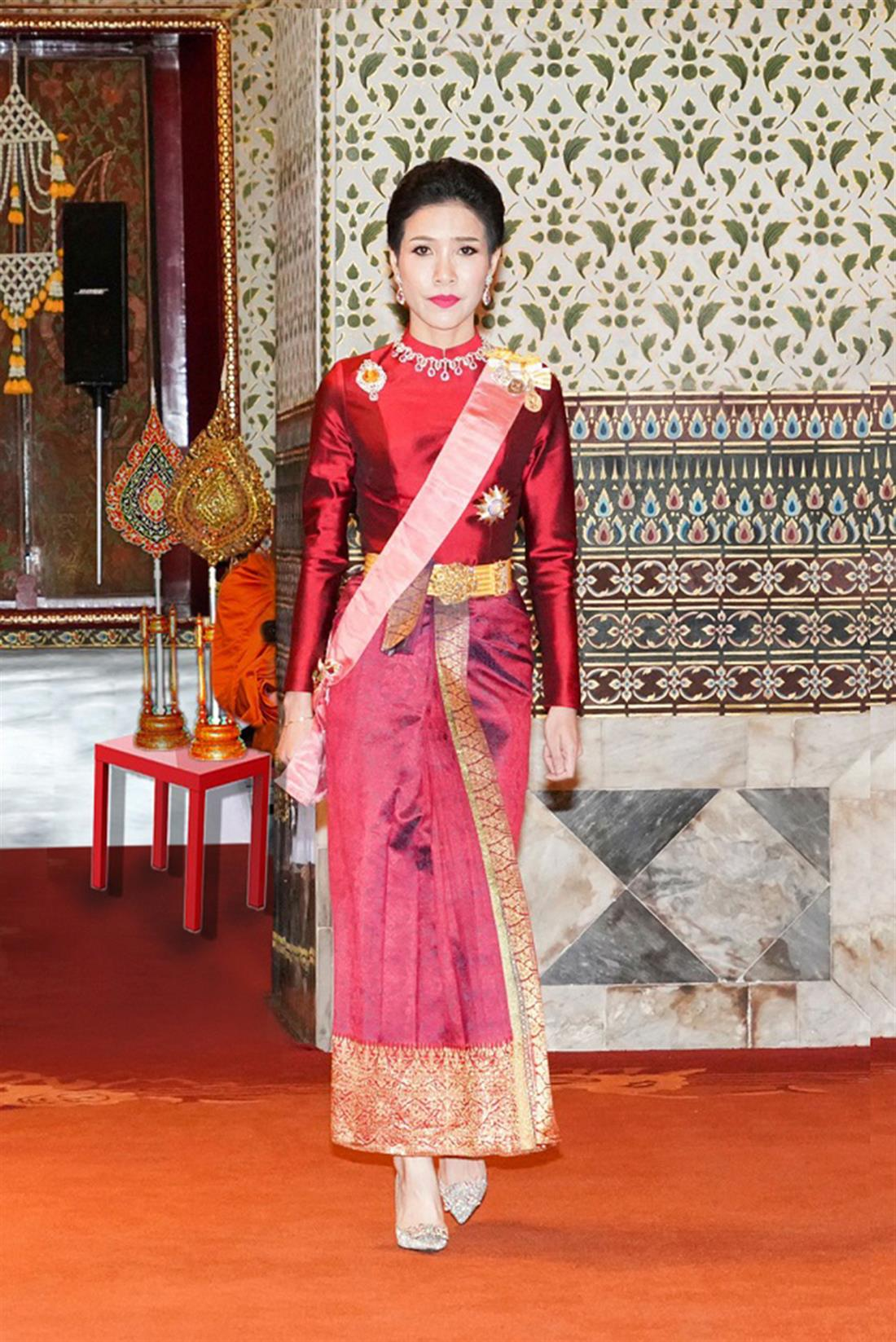 AP - Βασιλιάς Ταϊλάνδης - Μάχα Βατζιραλόνγκορν - Σινεένατ Γονγκβατζιραπάκντι