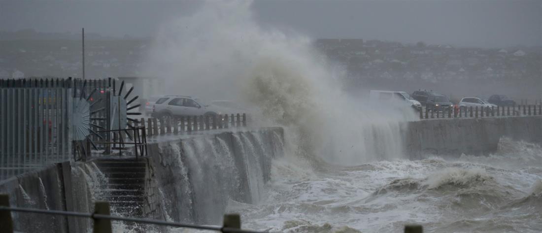 """Σαρώνει την Βρετανία η καταιγίδα """"Κιάρα"""" (εικόνες)"""
