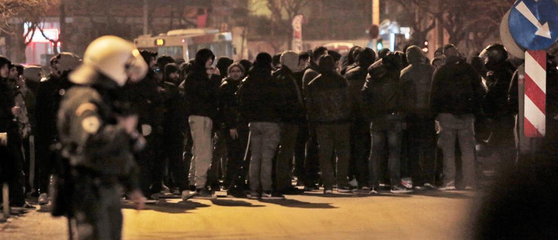 """Οπαδοί του ΠΑΟΚ έξω από τα γραφεία της ΝΔ μετά την εισήγηση """"βόμβα"""" της ΕΕΑ (εικόνες)"""