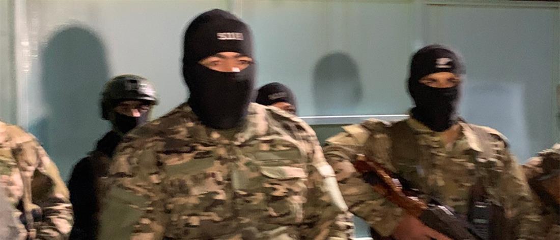 Συρία: Εξέγερση και αποδράσεις από φυλακή όπου κρατούνται μέλη του ISIS (εικόνες)