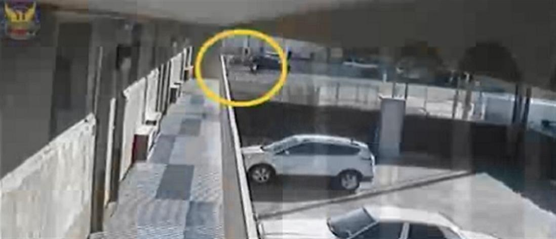 Πυροβολισμοί σε ένοπλο που σημαδεύει το μωρό του (βίντεο)