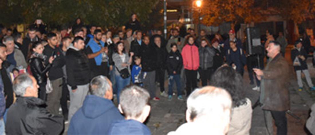 Διαμαρτυρίες στη Νάουσα για τη μετεγκατάσταση προσφύγων – μεταναστών (εικόνες)