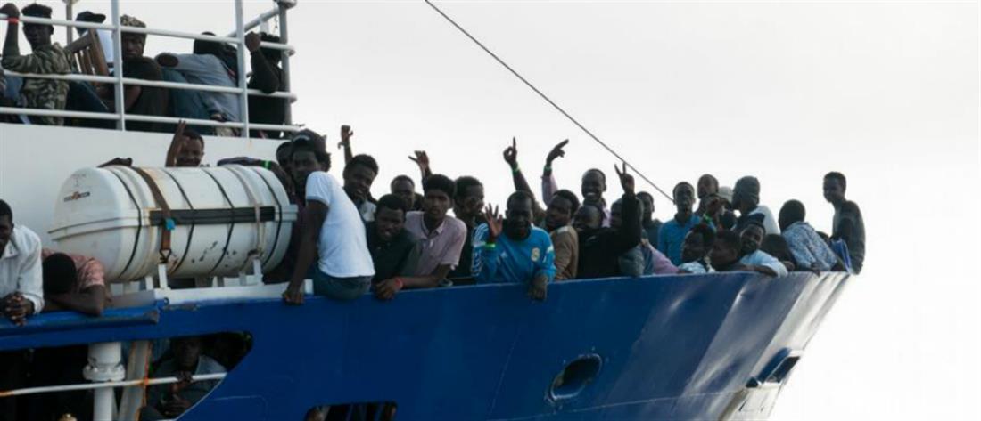 Πρόστιμο σε καπετάνιο που διέσωσε μετανάστες στη Μεσόγειο