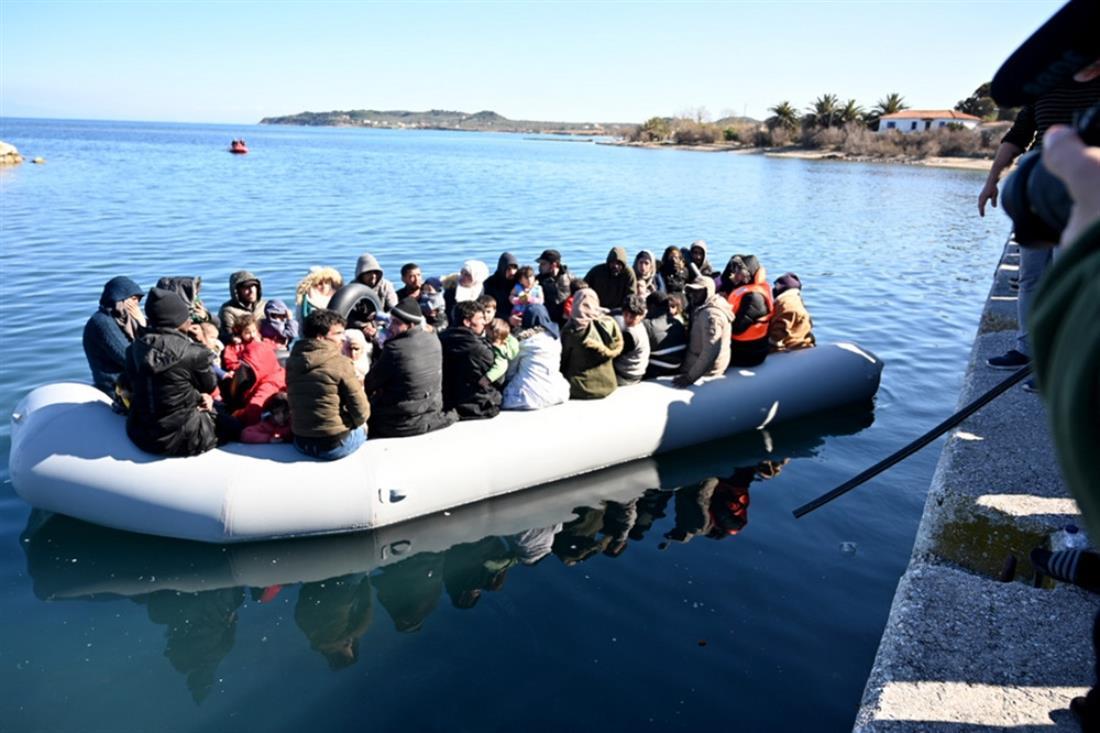 Λέσβος - Μυτιλήνη - λέμβος - πρόσφυγες - μετανάστες - μπλόκο