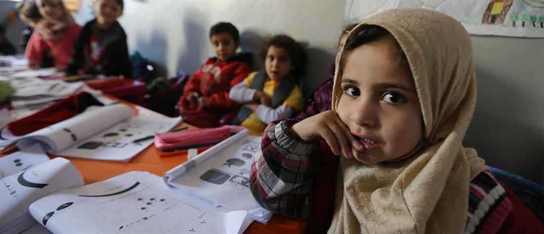 Έκαναν αγωγή σε δασκάλα που υπερασπίστηκε την εκπαίδευση προσφυγόπουλων