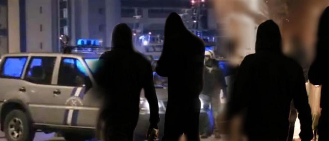 Δεκάδες κουκουλοφόροι στην επίθεση κατά Λιμενικών στα Εξάρχεια