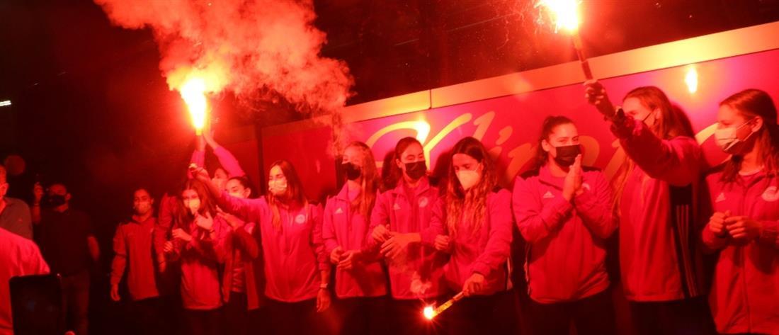 Ολυμπιακός – πόλο γυναικών: επιστροφή και αποθέωση για τις πρωταθλήτριες Ευρώπης (εικόνες)