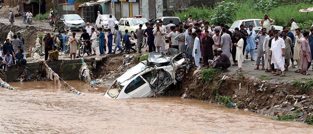 Πακιστάν: Νεκρή μητέρα και παιδί από τις πλημμύρες (εικόνες)