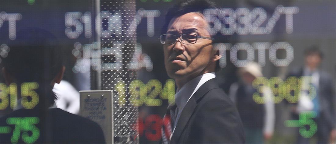 """""""Ματώνουν"""" οι αγορές από τον εμπορικό πόλεμο ΗΠΑ - Κίνας"""