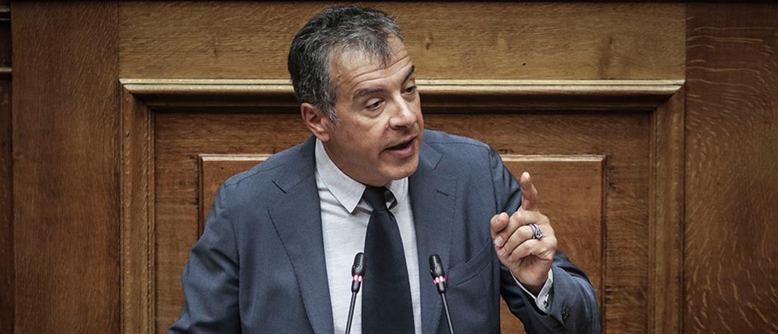 """""""Ναι"""" στη συμφωνία με τα Σκόπια λέει ο Σταύρος Θεοδωράκης"""