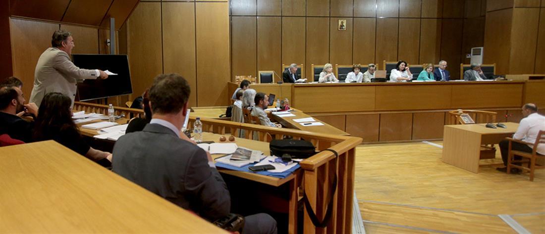 """Δίκη Χρυσής Αυγής: Απαλλάσσονται λόγω νέου Ποινικού Κώδικα οι κατηγορούμενοι για το """"Συνεργείο"""""""