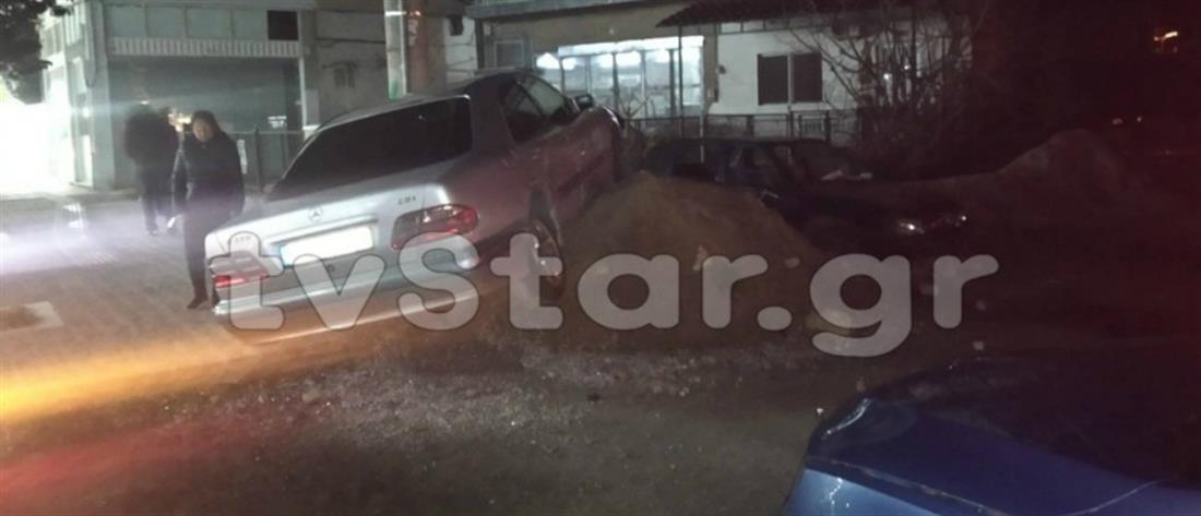 Αυτοκίνητα συγκρούστηκαν και έπεσαν πάνω σε παιδιά (εικόνες)