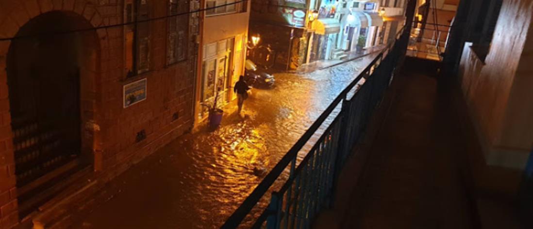 """""""Βούλιαξε"""" η Λέσβος από τις πλημμύρες (βίντεο)"""
