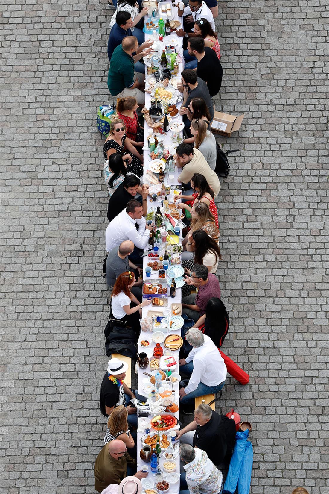 AP - Τσεχία - τραπέζι