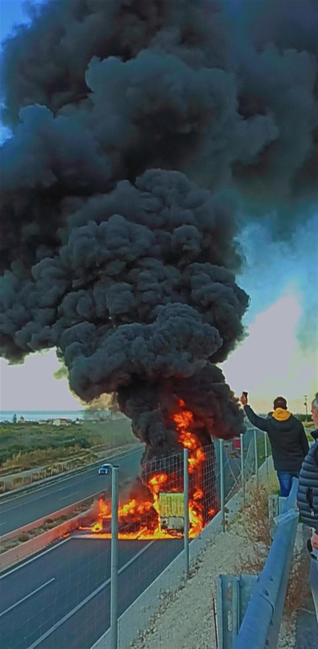 Φορτηγό - φωτιά - Κορινθία
