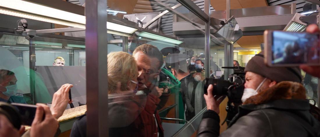 """Συνελήφθη μόλις """"πάτησε"""" Μόσχα ο Ναβάλνι (εικόνες)"""