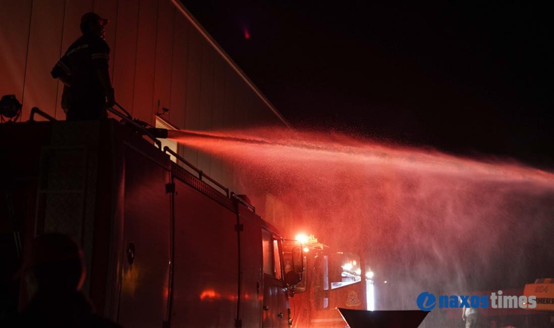 Φωτιά - επιχείρηση ανακύκλωσης - Νάξος