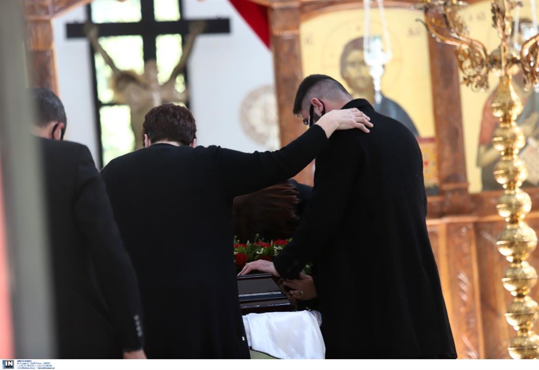 Κηδεία Καραιβάζ - Δημήτρης Καραιβαζ