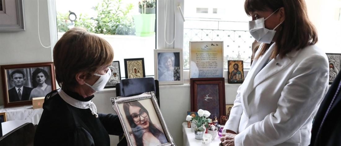 Στους γονείς της Ελένης Τοπαλούδη η Κατερίνα Σακελλαροπούλου