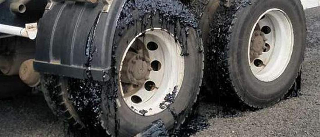 """Έλιωσε η άσφαλτος λόγω καιρού – """"Βούλιαξαν"""" οχήματα (εικόνες)"""