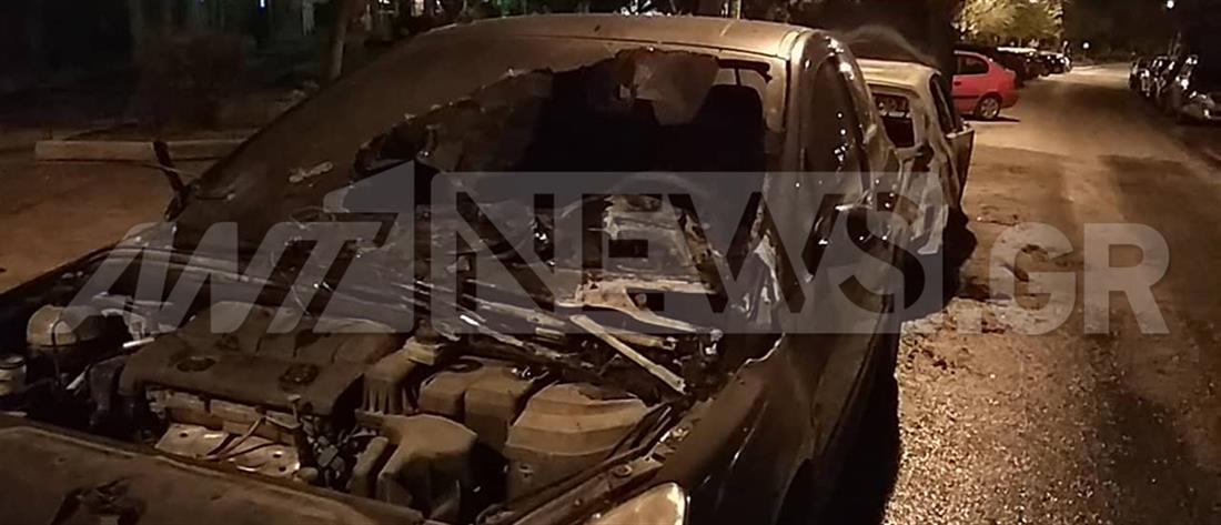 Εμπρησμός αυτοκινήτων στα Πετράλωνα (εικόνες)