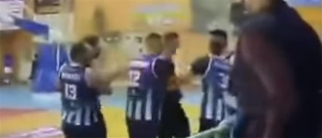 Αγώνας μπάσκετ κατέληξε σε... μπόξ (βίντεο)