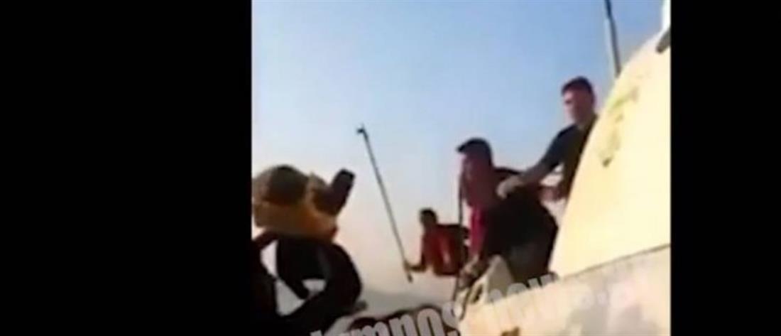 Καταγγελία: Τούρκοι λιμενικοί χτυπούν πρόσφυγες που επιβαίνουν σε βάρκα (βίντεο)