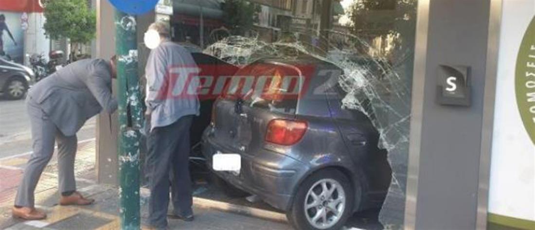 Αυτοκίνητο μπούκαρε σε κατάστημα μετά από τροχαίο (εικόνες)