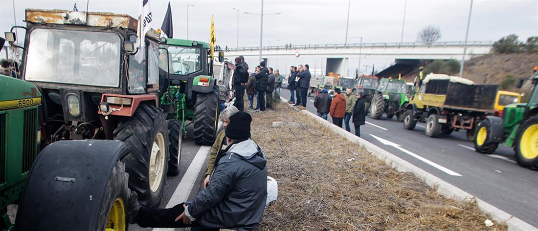 Κλιμακώνουν τις κινητοποιήσεις οι αγρότες: Που υπάρχουν μπλόκα