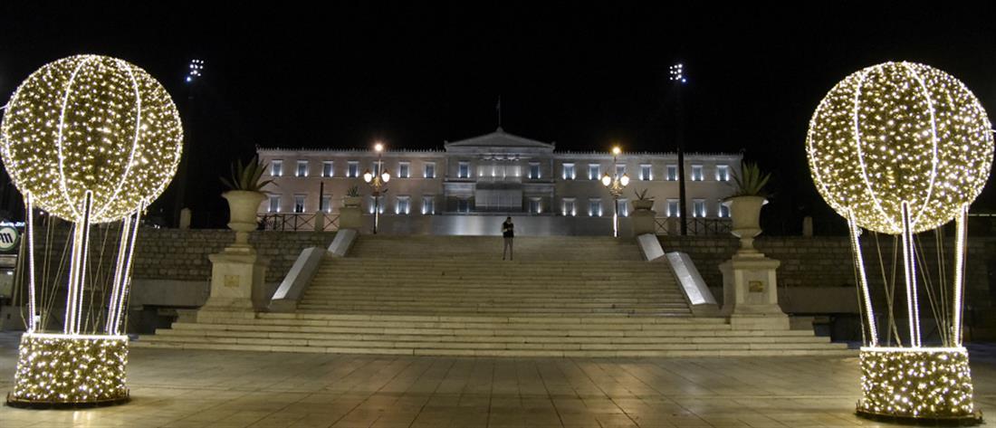 Πρωτοχρονιά: άδεια η Αθήνα την πρώτη νύχτα του 2021 (εικόνες)