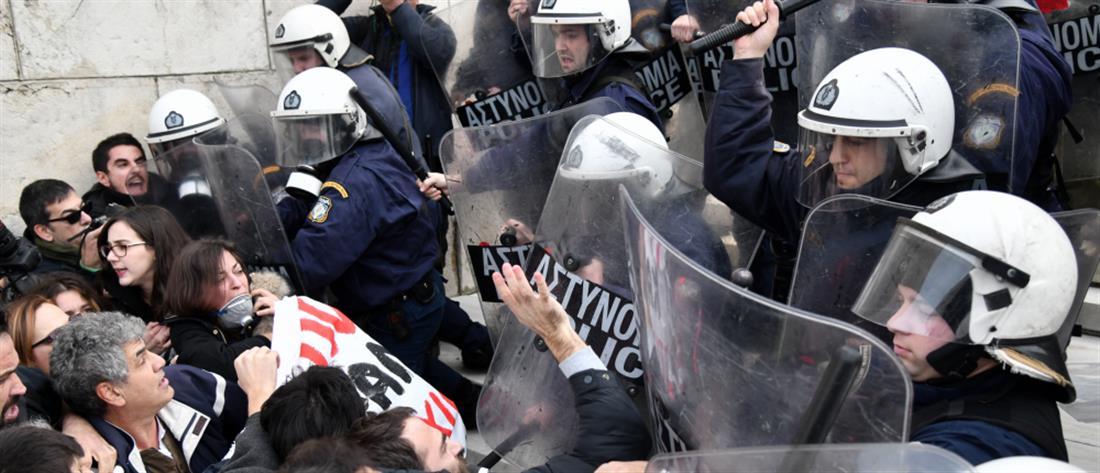 """ΕΔΕ και οργή από Γεροβασίλη – ΚΚΕ για """"τυφλή βία"""" από άνδρες των ΜΑΤ"""