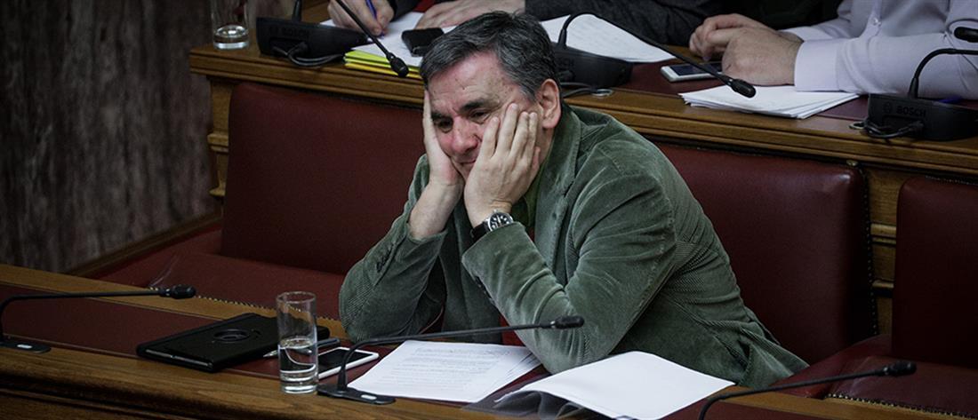 Τσακαλώτος: η Κυβέρνηση έχει βάλει την οικονομία σε ελεύθερη πτώση