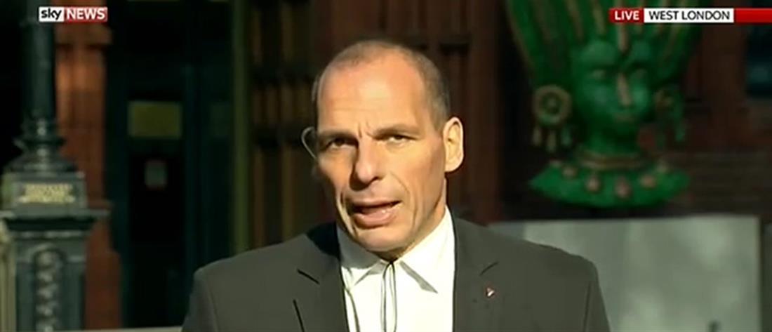 Βαρουφάκης: Αν εγκαταλείπαμε το ευρώ, θα ήταν σαν να πέφταμε στον γκρεμό!