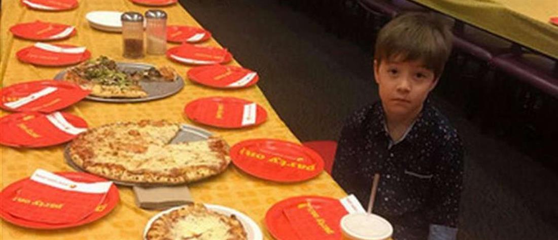 """""""Έριξε"""" το διαδίκτυο το βλέμμα του 6χρονου που γιόρτασε μόνος τα γενέθλιά του (εικόνες)"""