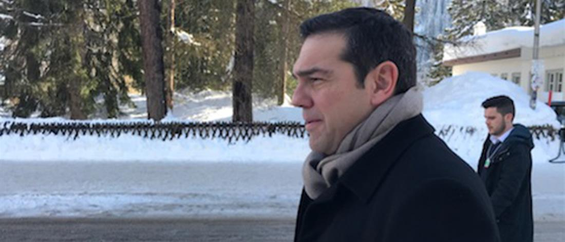 Πεζοπορία Τσίπρα μέσα στα χιόνια για να δει επενδυτές στο Νταβός (φωτο)