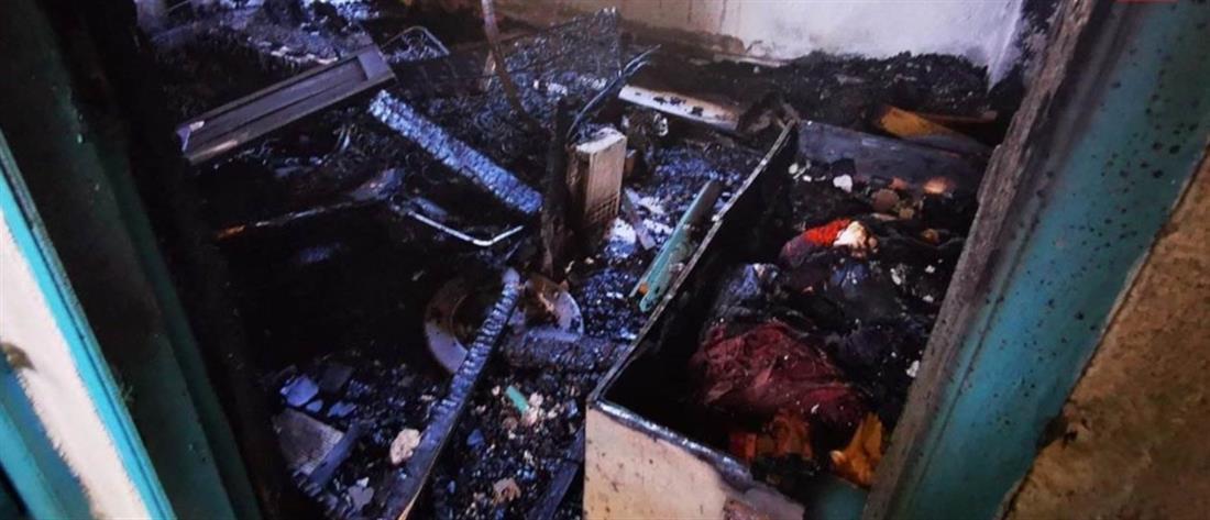 Στις φλόγες τυλίχθηκε συγκρότημα ενοικιαζομένων δωματίων (εικόνες)