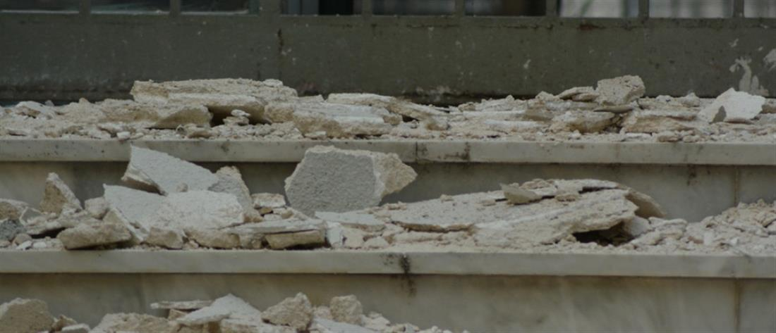 Σεισμός 6 Ρίχτερ: Έπεσε από τον δεύτερο όροφο για να σωθεί!