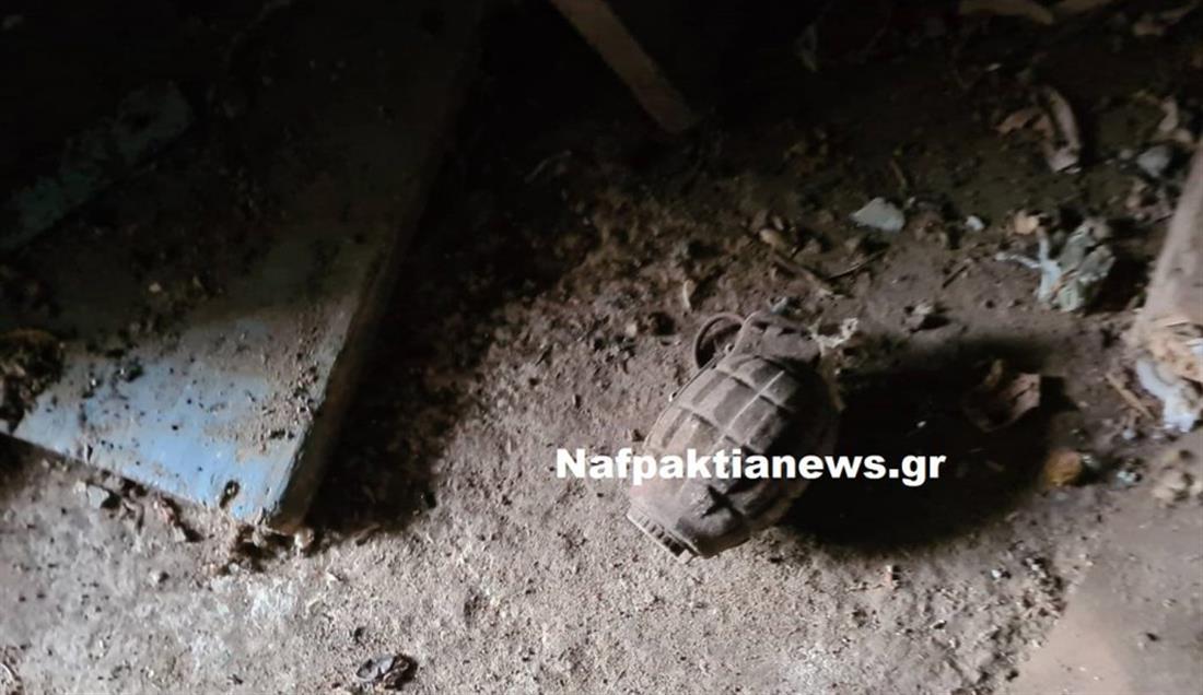 Χόμορη Ναυπακτίας - χειροβομβίδες - αυλή σπιτιού