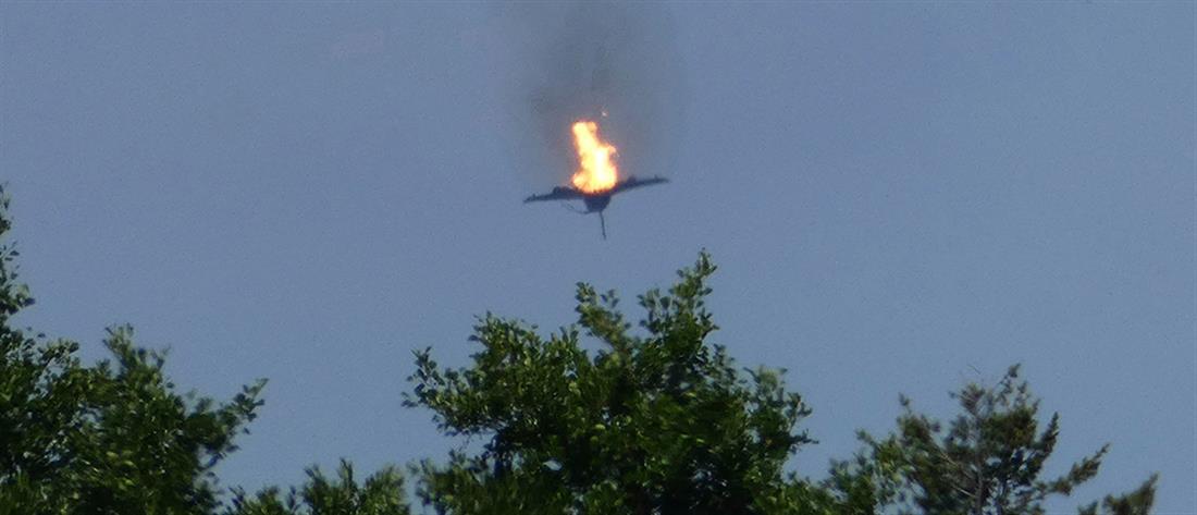 Συγκλονίζουν οι εικόνες από τη σύγκρουση αεροσκαφών στον αέρα (βίντεο)