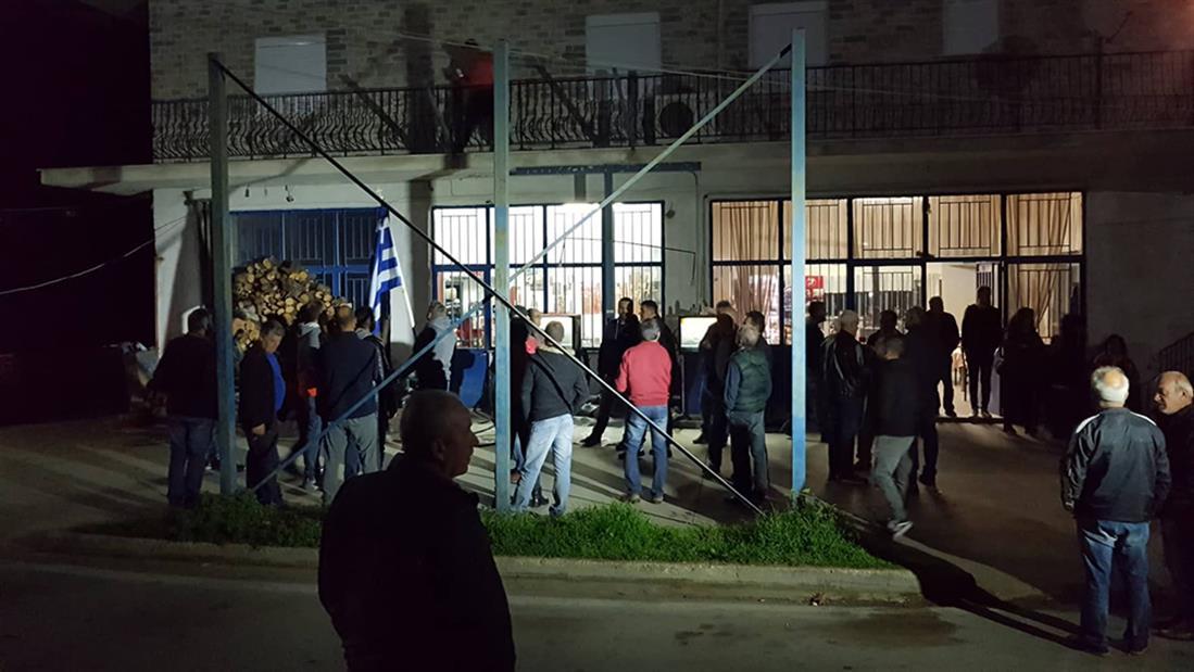 κάτοικοι - Καρίτσα - μπλόκο - πρόσφυγες - μετανάστες