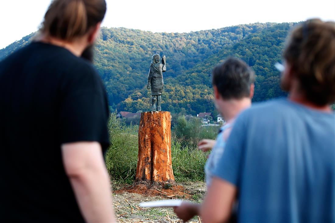 άγαλμα - Μελάνια Τραμπ - Σλοβενία
